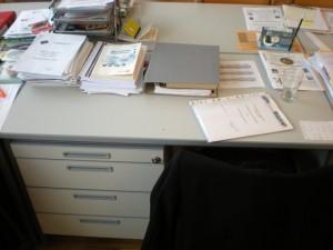 Mein Schreibtisch im Konferenzzimmer, eine (sub)optimale Arbeitsumgebung!